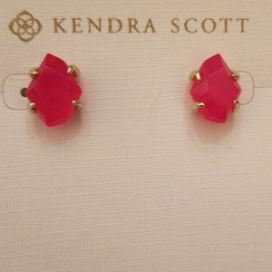 NWOT Kendra Scott Inaiyah stud earrings